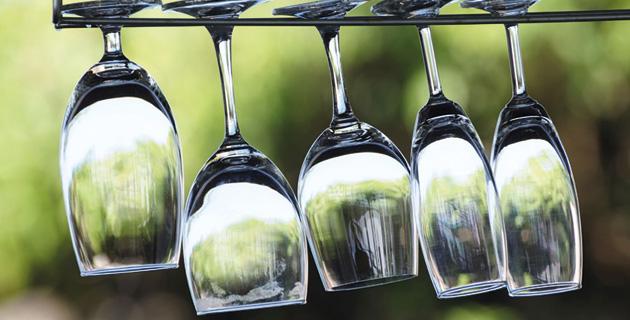 Die richtige Reinigung und Pflege von Weingläsern