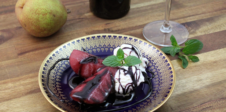 Beschwipste Birnen mit leckerem Vanilleeis