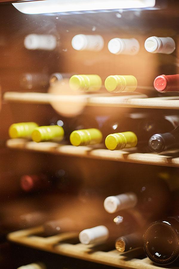 Geschlossener Weinkühlschrank - undurchlässig für Lichteinstrahlung